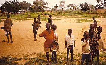 Bf 1997 Kinder auf dem Land in BF - Headfoto auf S Wofür Spenden
