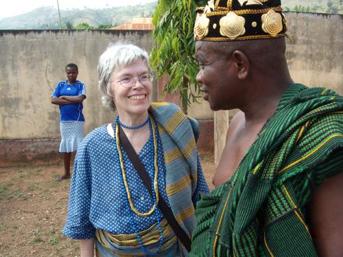 Lavié 2008 Der Dorfchef bedankt sich bei der Vorsitzenden von LI für die Finanzierung des Jugendgesundheitszentrums