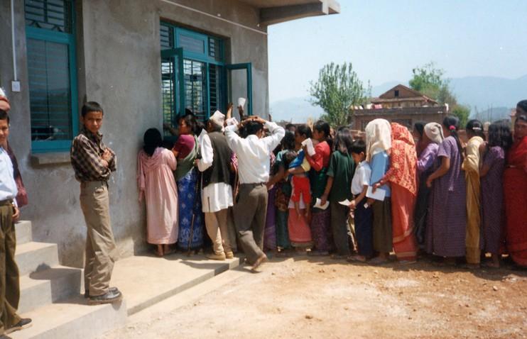 Nepal-2001_tag_offene_tuer-neu