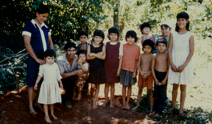 Eine Familie mit ihren 11 Kindern – einige sind unterernährt (Foto: Evi-Kornelia Gruber)