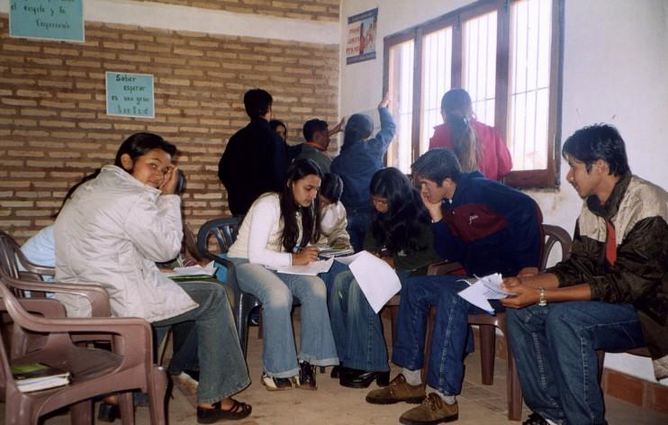 Gruppenarbeit im Rahmen der Ausbildung von Jugendaufklärer/innen im Zentrum (Fotos: Fundacion Ricardo Boettner, Paraguay)